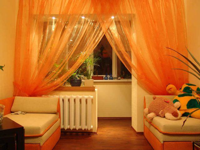 La fixation d'un rideau sans percer pour décorer son intérieur