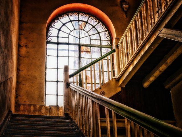 Escalier en bois : les tons et les formes qu'il peut prendre