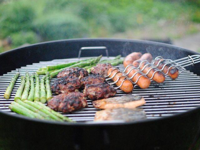 Barbecue charbon: faites crépiter vos papilles