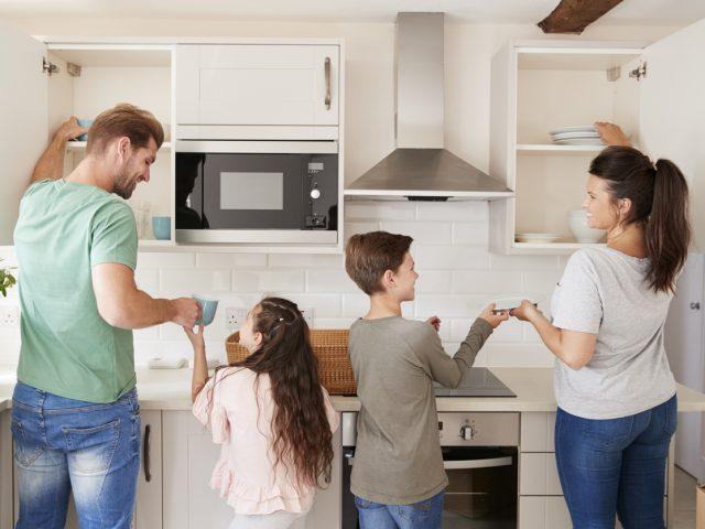Des solutions pratiques pour aménager une cuisine adaptée aux enfants